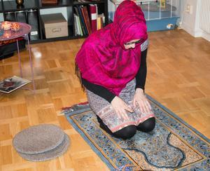 En muslim har fem obligatoriska böner om dagen.  Man läser några verser ur koranen och några hälsningar.