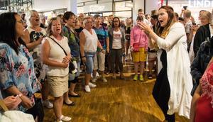 """""""Vi ville visa upp vad vi kan"""" säger  Maria Larsson som dragit igång Borlängekören i år."""