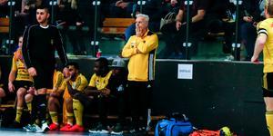 Nygamle Heby AIF-tränaren Tony Mattsson fick se sitt lag förlora i återkomsten på tränarbänken.