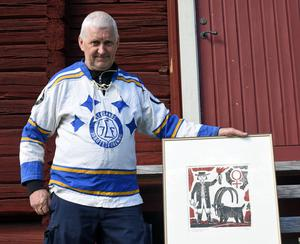 Lasse Stenvall fick för det mesta vakta båsdörren i konkurrens med stormålvakter som Christer Abrahamsson och Göran Högosta. Men de gånger han stod gjorde han det oftast bra, vilket den här tavlan – som matchens lirare premierades med – är ett exempel på.