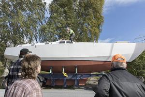 """Båtbygget har varit ett landmärke för de boende i Västanede.""""Vi får sätta ut en attrapp istället"""", föreslår en bybo."""
