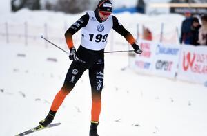 Oskar Svensson från Falun Borlänge SK tog hem den inledande distansen i minitouren i Örnsköldsvik.