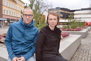 Klas Sjörén och Sofia Axelsson Lekare är kommunens nya samordnare för lovaktiviteter. De hoppas att aktiviteterna ska locka fram glitter i skolbarnens ögon.