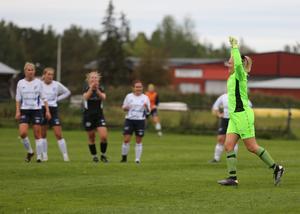 Lisa Brandén jublar efter sitt 3-0 mål.
