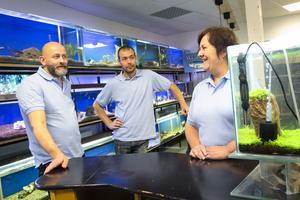Lars Persson, Pär Häggeland och Marie Blomdahl är redo att ta emot kunder och fiskintresserade i butiken.