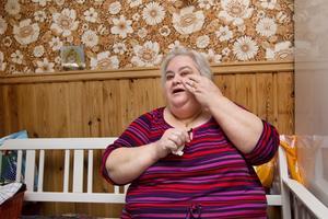 """Tröttsamt. Jovanka Lukjanovic har ont, väldigt ont. Sedan en tandbro sattes in i slutet av 2010 har hon smärtor i bland annat ansiktet som gör att hon inte kan sova på nätterna. """"Om jag sover en eller två timmar är jag glad"""", säger hon.foto: Margareta andersson"""