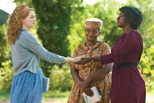 Thank you massa. Skeeter (Emma Stone), Minny (Octavia Spencer) och Aibileen (Viola Davis)  i en tillrättalagd film om förtrycket i amerikanska södern.