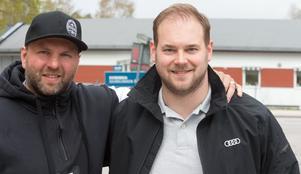 Robert Döme tillsammans med Marcel Wirth, sportchef i IFK Österåker.