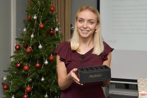 HUI:s analytiker Saga Bowallius presenterar årets julklapp som är en mobillåda, under en press träff på huvudkontoret i Stockholm.Foto: Anders Wiklund / TT