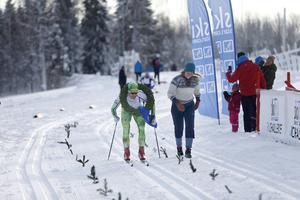 Robert Eriksson hade, med liten marginal, tid att stanna hos kranskullan Lovisa Berg före målgång. Tvåan Peo Svahn var fem sekunder bakom.