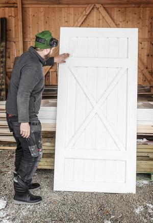 Småhus, garage, bastu och förråd. Alla behöver de dörrar.