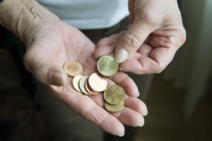 Sverige är sämst i Norden när det gäller den ekonomiska utvecklingen för fattiga pensionärer, skriver insändaren.