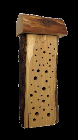 Så här kan ett enkelt bihotell se ut, en träbit med några borrade hål. Tänk på att placera