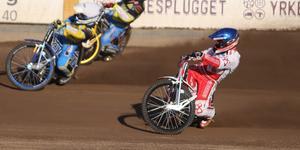 Andreas Jonsson har öppnat säsongen bäst av Rospiggarna, men missar morgondagens match.