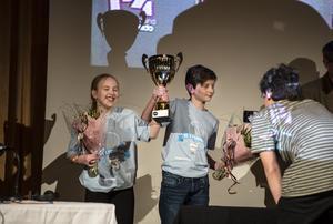 Länets bästa femteklassare, Tigra Edin Vasic och Gunnar Dalén från Alnö.