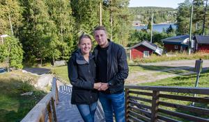Sanna Wahlroos och Sebestian Sevefjord hade en dröm om att bo vid havet. För drygt tre år sedan hittade de sitt hus i Bänkås.