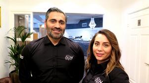 Entrén till Le Chef är Shady Bachaalani och Pauline Amso är lite extra nöjda med. Kristallkronor i taket, speglar,