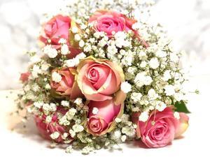 Blombuketten hade Victoria och Fredrik själva med sig. Foto: Privat