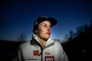 Kajsa Kling lägger av med alpinåkningen. Nu ska hon sätta sig med studieböckerna.