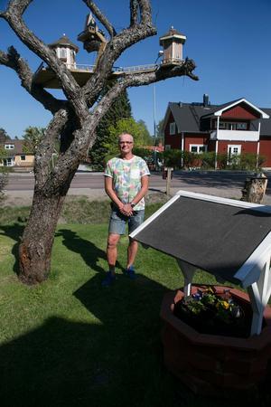 Anders Regnanders kommande bygge blir ett litet klassiskt dass som kommer att komplettera de små trädhusen.