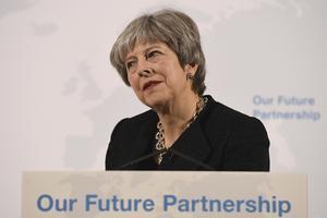 Premiärminister Theresa May pressas från flera håll om på vilka villkor Storbritannien ska lämna EUFoto: AP/TT