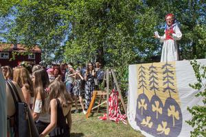 Lena Kristiansson ledde dansen, ett tag från scenen och sedan runt stången.
