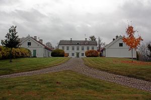 Byggnadsminnet för Höjentorps kungsgård i Valle utökas nu. Foto: Maria Peterson