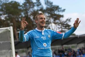 År 2015 skrev Engblom på för Sandnes Ulf i den norska motsvarigheten till Superettan, där han gjorde två säsonger och fullkomligt öste in mål – 43 mål på 56 matcher är det facit han har under sejouren.