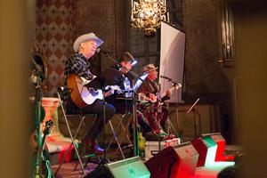 Doug Seegers är sedan den 17 november ute på en månadslång julturné. Den 7 december besöker han Borlänge.