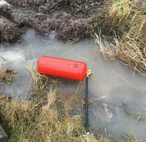 Tjuvarnas pulversläckare hittades i diket längs flyktvägen. Foto: Polisen