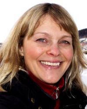 Lotta Persson, 37 år, Frösön:– Ja, för att skydda huden och slippa bränna sig i vårsolen. Jag och min son Jonathan är ute jättemycket.