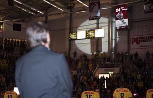 Mats Näslund under ceremonin i samband med att hans nummer hedrades i Timrå IK. Bild: Nils Jakobsson/BILDBYRÅN