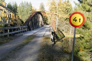 Nu anser Länsstyrelsen att bron har ett betydande kulturhistoriskt värde och vill att den bevaras.