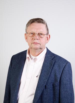 Lennart Helsing på Trafikverket  konstaterar att de snabbkörande persontågen kan ha en stoppsträcka på en kilometer.  Foto: Trafikverket