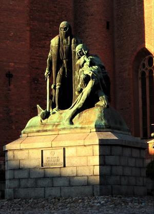 Nytagen bild av monumentet.