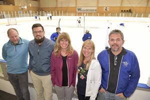 Fem av dem som ska få Älvdalen hockeys verksamhet att växa är fr.v: Andreas Flood, Björn Tegnér, Erika Beronius, Ing-Marie Bergman och  Micke Tegnér.