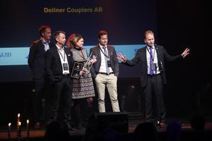 Det går bra nu för Dellner-gruppen. I onsdags köpte Dellner Invest ett företag med 300 anställda och Dellner Couplers tog hem två priser på Stjärngalan i torsdags. På bilden syns Dellner Brakes vd Marcus Åberg, längst till vänster, och Dellner Couplers vd David Pagels, längst till höger.