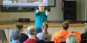 Wiklund bjöd in till diskussion och jobbade mycket med publikkontakt under sin föreläsning.