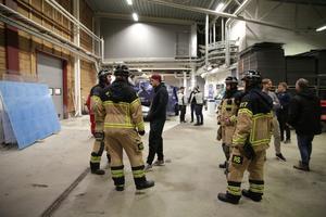 Räddningstjänsten – i samråd med säkerhetsansvarig i Tegera – tog beslutet att återuppta matchen efter drygt 35 minuter.