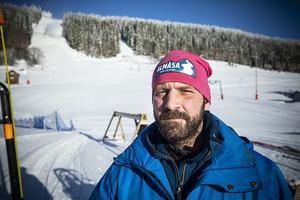 Pär-Ola Eriksson från Kaxås ser till att allt fungerar i backen.