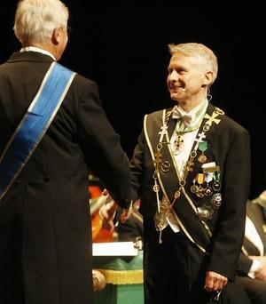 GÄSTER. En efter en presenterades delegaterna från de olika logerna i landet, totalt 28, och hälsades välkomna av Gävlelogens styrande mästare Håkan Landberg.