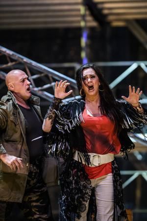 John Daszak och  Anna Larsson i Carmen.