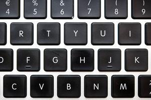 Vi har alltså fått en myndighet som tar sig rätten att i praktiken införa en datorskatt, menar skribenterna.