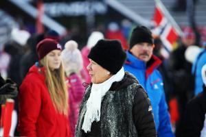 Norges chanser till pallen försvann när Henrik Kristoffersen körde ur i sitt första åk på söndagens slalom. Det hindrade inte norrmännen från att stanna kvar och heja.