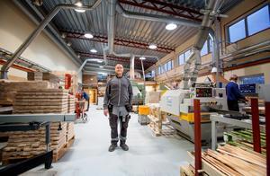 Mats Lind har varit vd för Telleby verkstäder i ett och ett halvt år. Han arbetade tidigare på Arbetsförmedlingen där han ansvarade för personer som hade svårt att få jobb på den öppna arbetsmarknaden.