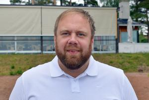 Magnus Ollas är en idéspruta som vill testa nya grepp och utveckla. Makan Linn beskriver honom som en rastlös entreprenör.