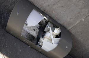 Armaturen som ska lysa upp gång- och cykelvägen under viadukten i Ånge är ur funktion.