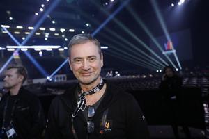 Årets Melodifestival har fyra programledare i stället för en.