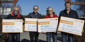 Olle Arvidsson, Kalle Söråker, Tord Jonsson och Ulf Lindblom var fyra av de fem som gick fram och tog emot checkar.