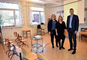 Ulrika Forssell, grundskolechef, Monica Lundin (L), ordförande i barn - och utbildningsnämnden, och Lars Walter, chef för bildningssektorn höll i mötet.